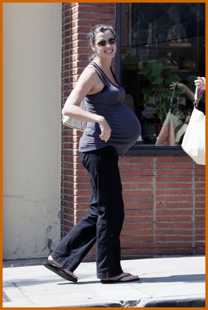 bridget moynahan shows off her 9 month pregnant baby belly