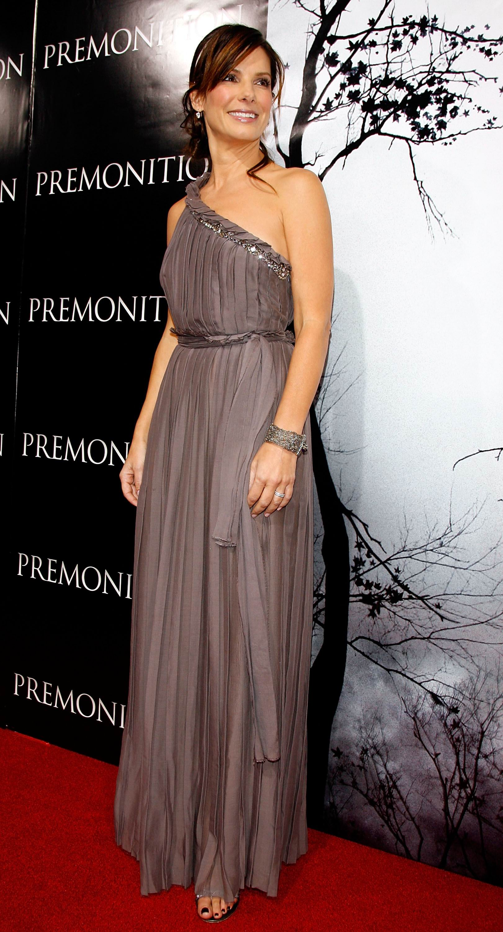sandra bullock  never too old to style up