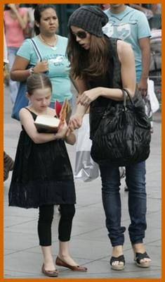 http://www.platinum-celebs.com/messageboard/images/24Jul07-1465383046.jpg