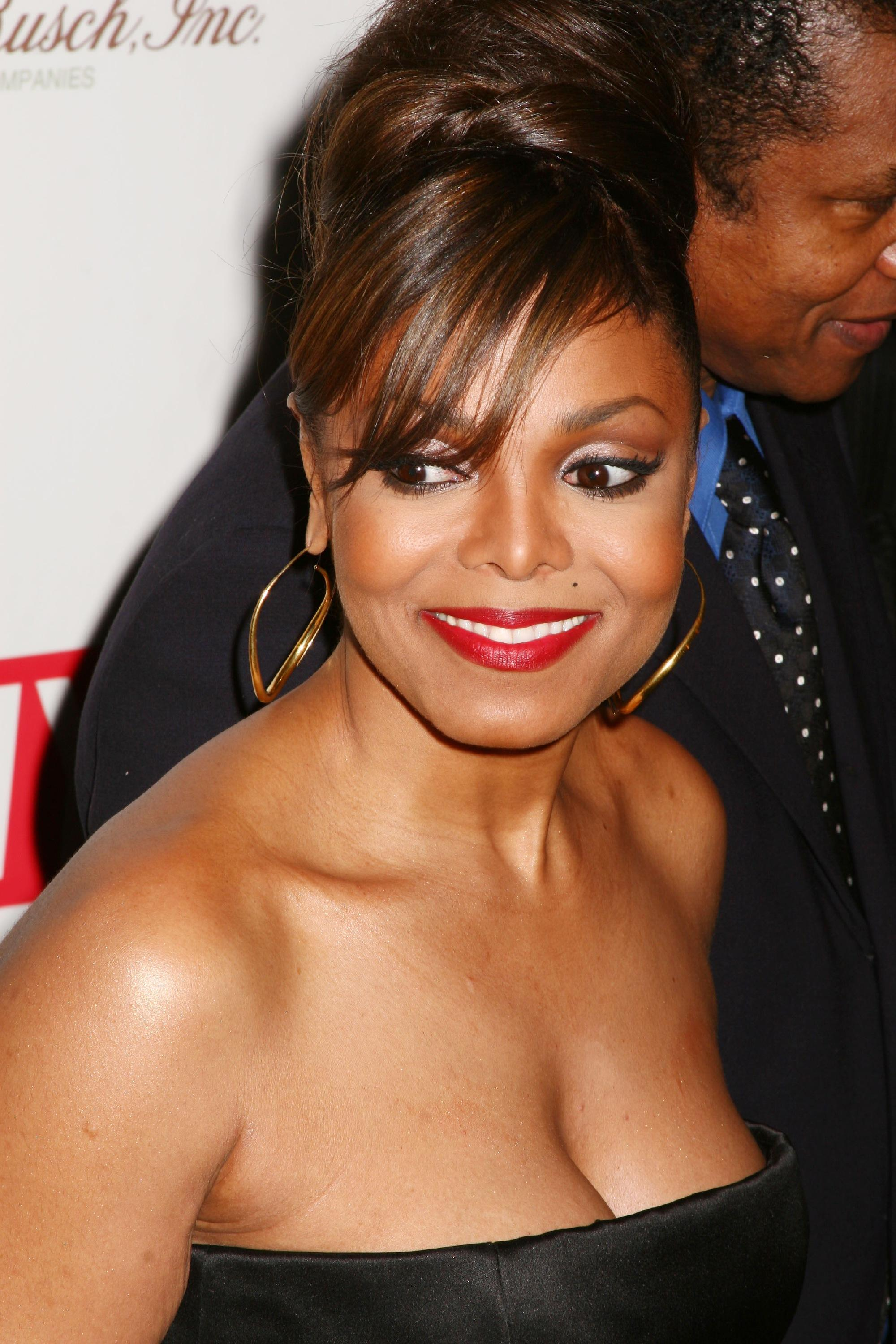 janet jackson and halle berry are sisters