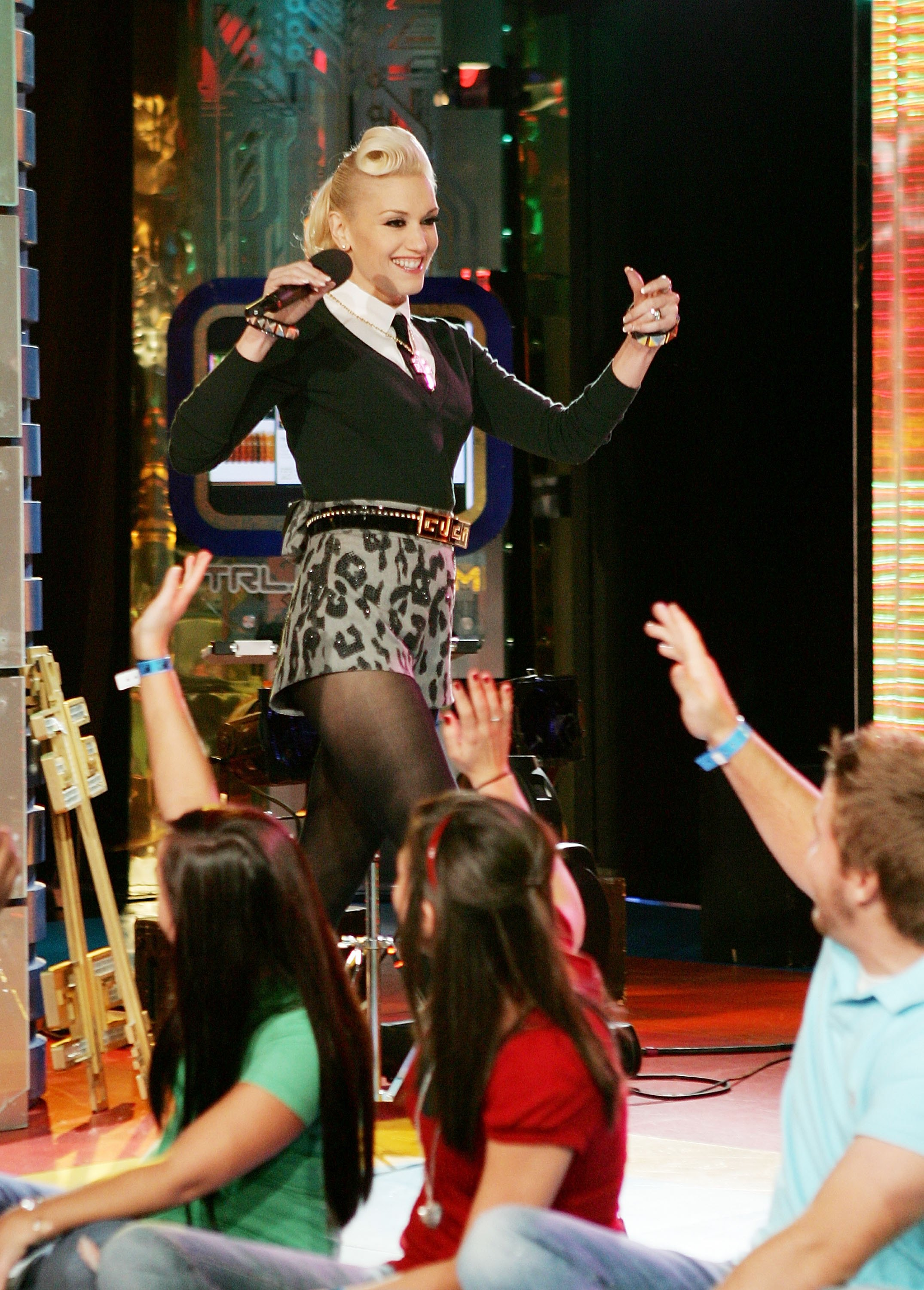 gwen stefani crashes trl