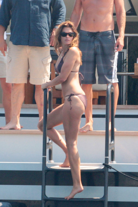 http://www.platinum-celebs.com/messageboard/images/tn_12Aug08-143977492.jpg