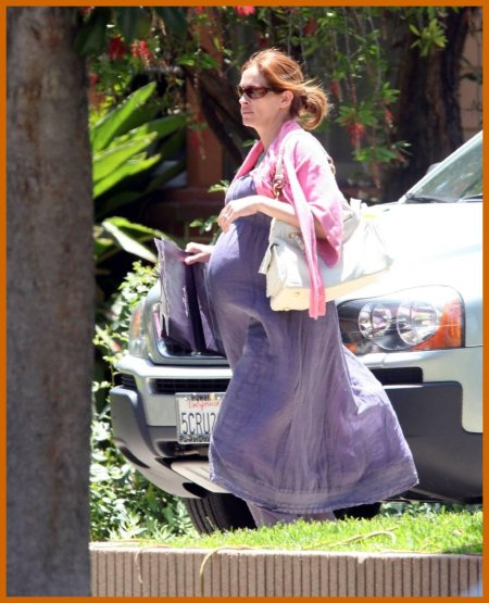 http://www.platinum-celebs.com/messageboard/images/tn_14Jun07-1054644457.jpg