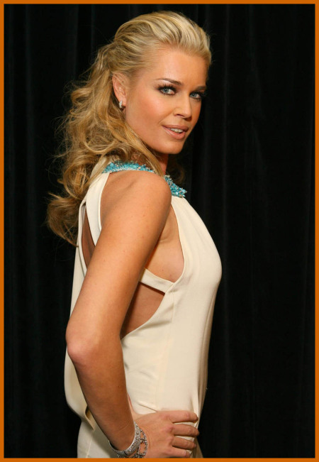 http://www.platinum-celebs.com/messageboard/images/tn_17Apr07-8788.jpg