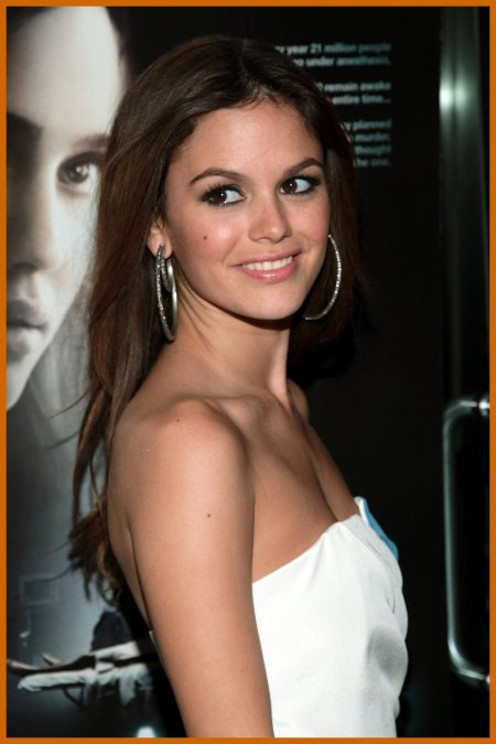 http://www.platinum-celebs.com/messageboard/images/tn_19Nov07-1748098628.jpg