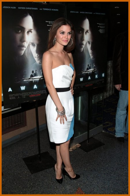 http://www.platinum-celebs.com/messageboard/images/tn_19Nov07-2083819439.jpg