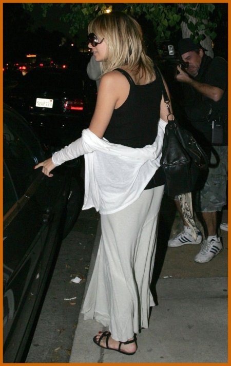 http://www.platinum-celebs.com/messageboard/images/tn_22Nov07-638902365.jpg