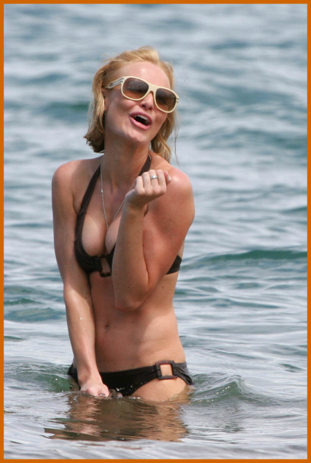http://www.platinum-celebs.com/messageboard/images/tn_6May07-1278217270.jpg