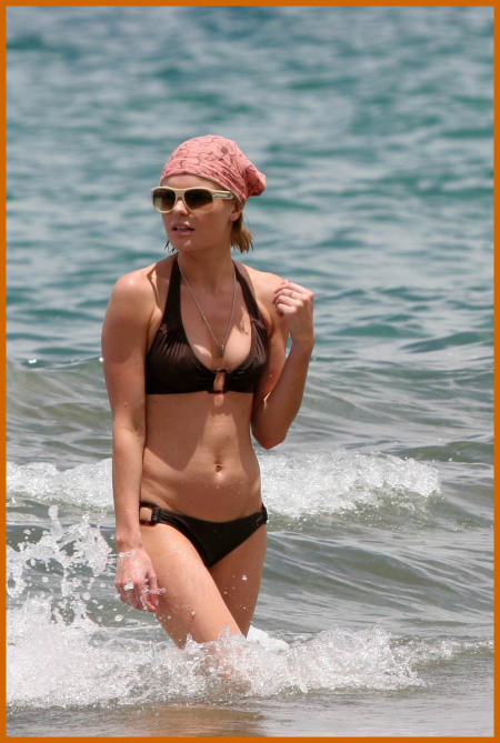 http://www.platinum-celebs.com/messageboard/images/tn_6May07-17145935.jpg