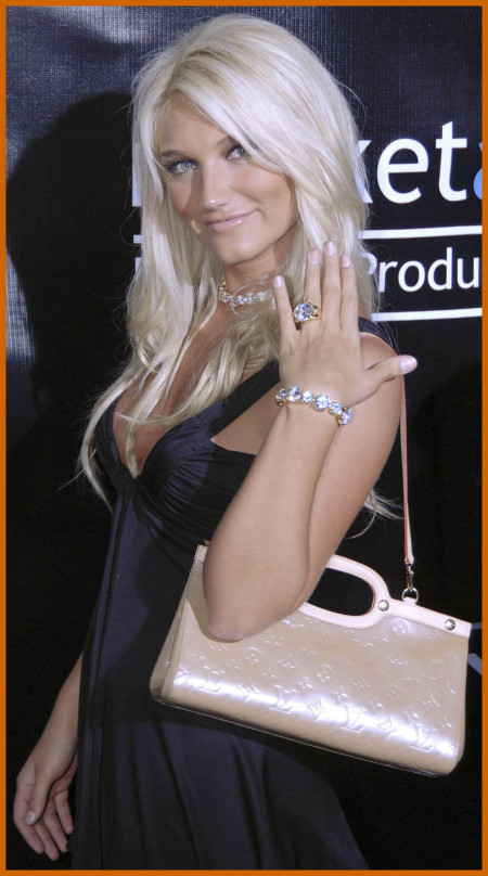 http://www.platinum-celebs.com/messageboard/images/tn_7Feb07-22963.jpg