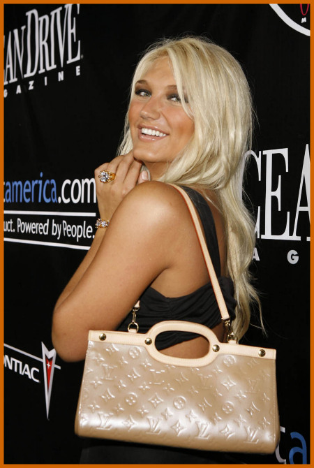 http://www.platinum-celebs.com/messageboard/images/tn_7Feb07-68281.jpg