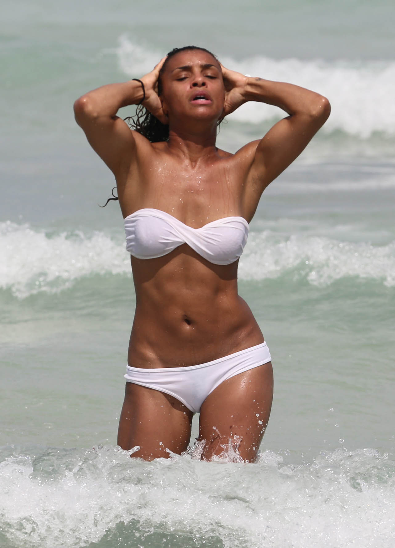 Melody thornton shows off her abs in mismatched two