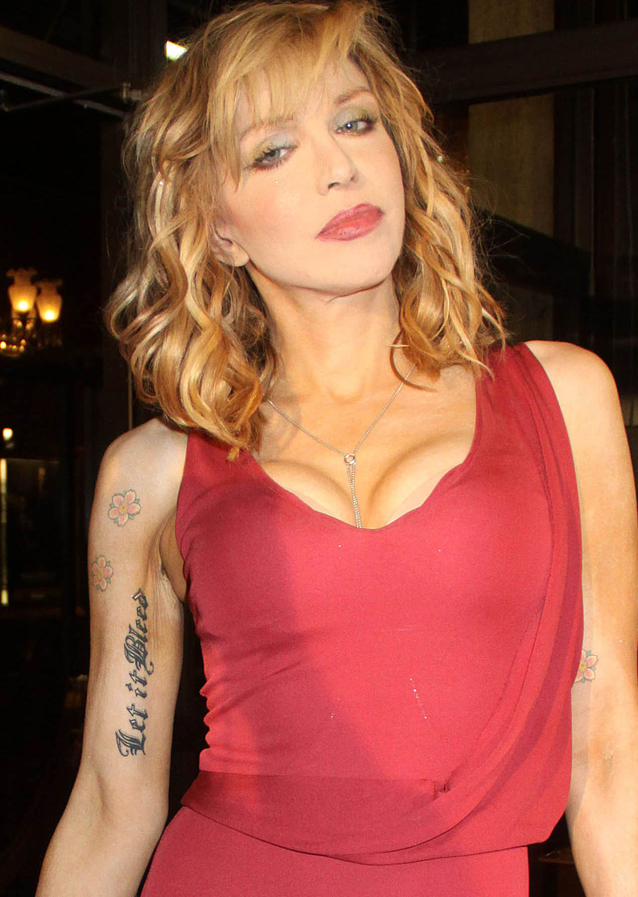 Courtney love shows pussy