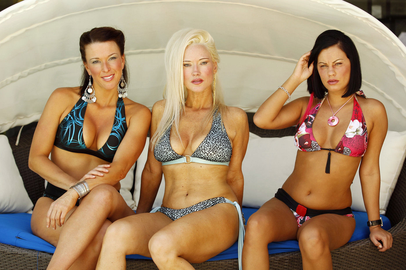 charlies angels essay Once upon a time there were three beautiful girls who went to the police academy and came back superstars here's how the cast of charlie's angels have changed over the years first coming to tv screens in 1976, charlie's angels has undoubtedly stood the test of time indeed, this genre-defining show about three feisty female.