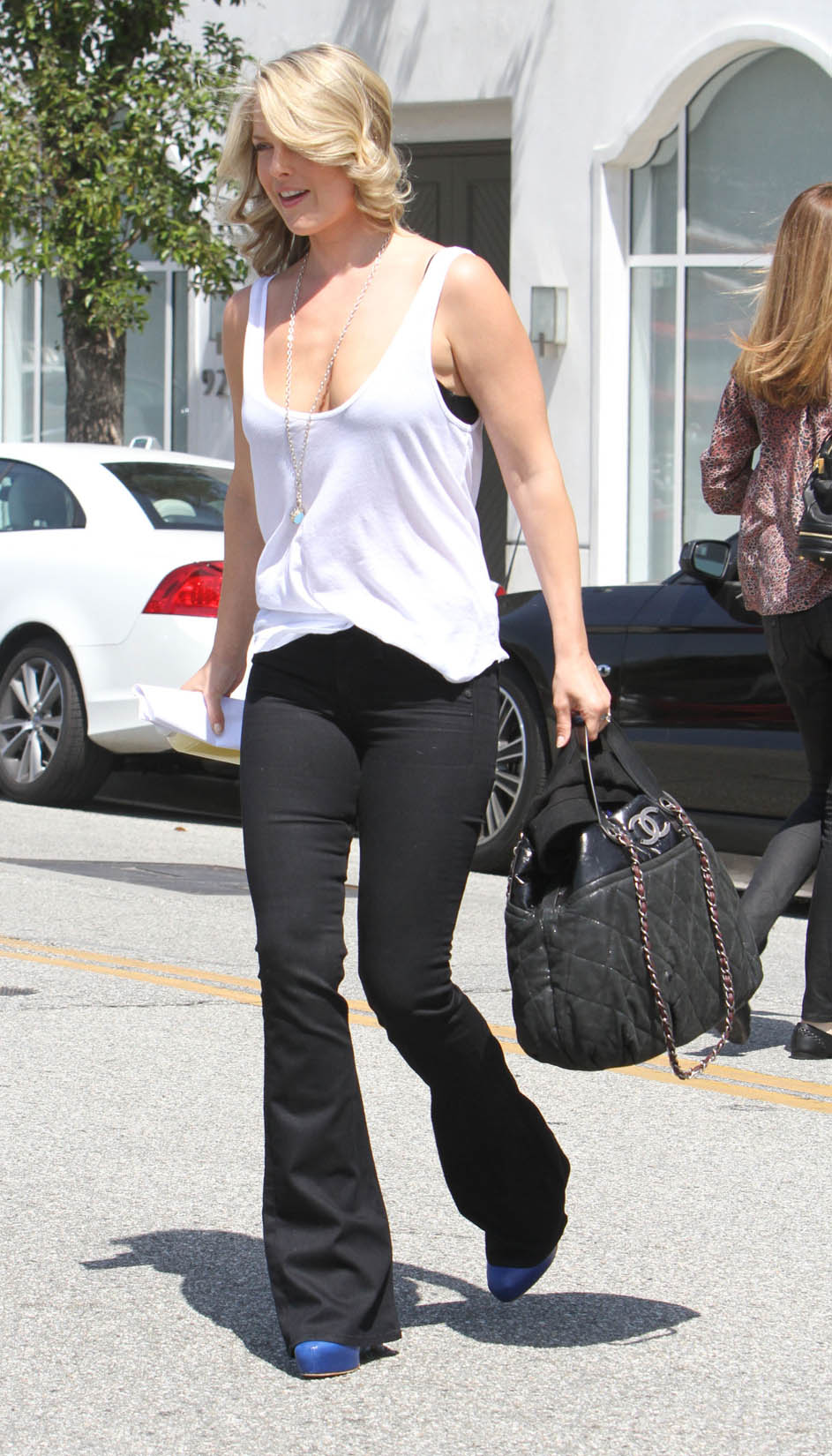 Ali Larters Awesome New Mommy Cleavage @ Platinum-celebs.com