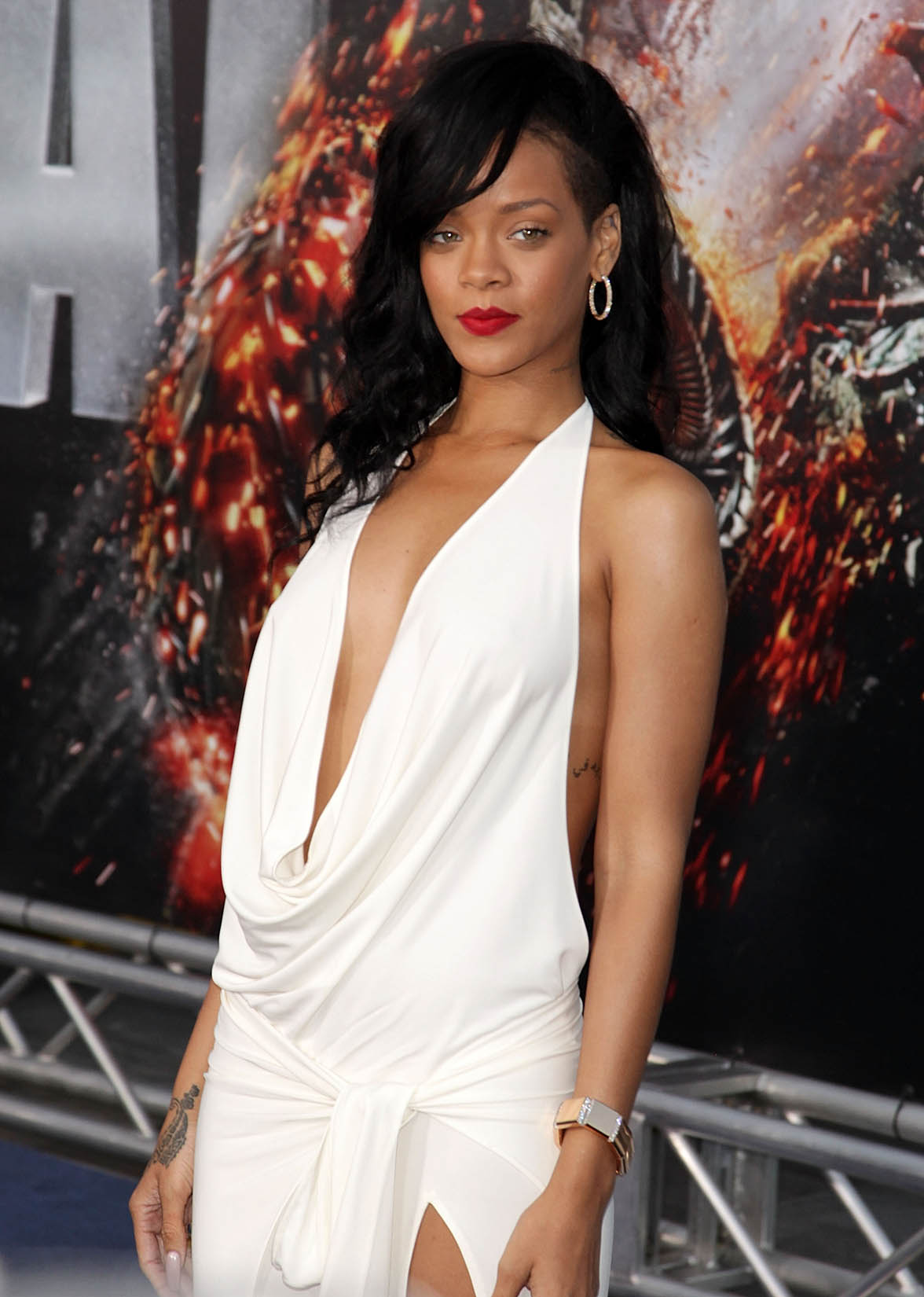 Rihanna goes topless for magazine cover | Entertainment